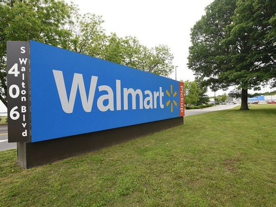 Walmart: Hiring 20,000 for Holidays